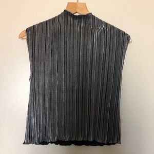 1970s High neck metallic silver pleated tank top